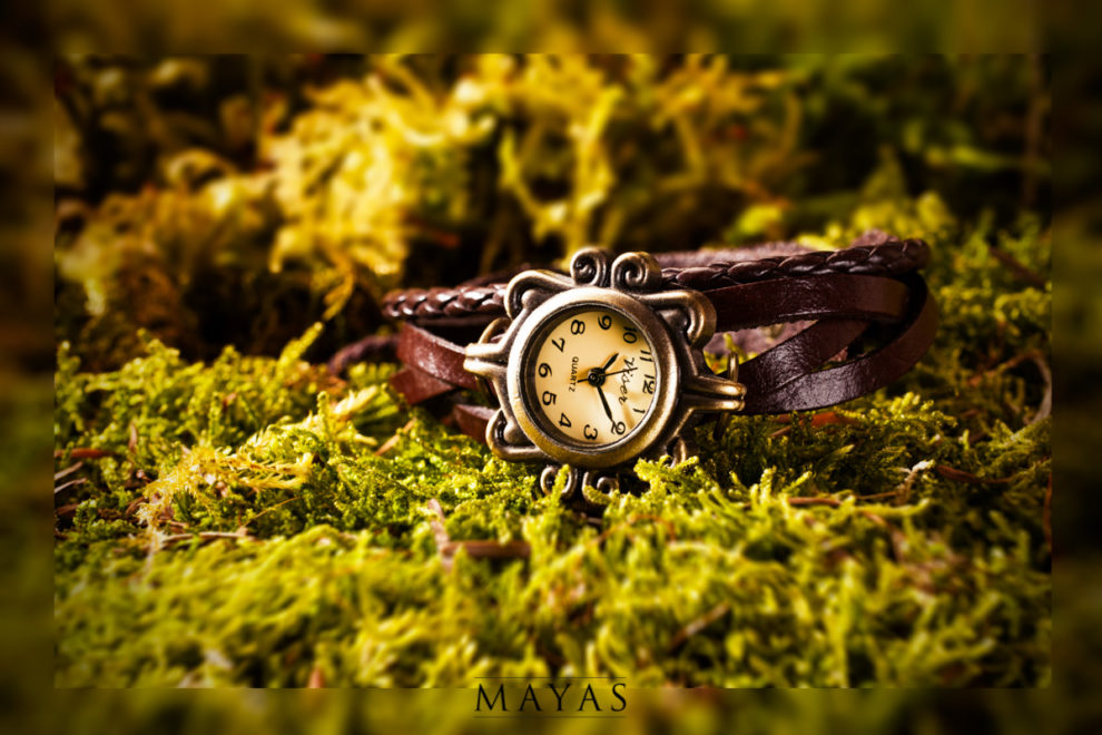 Produktfotografie Damenarmbanduhr mit Lederarmband antikes Design