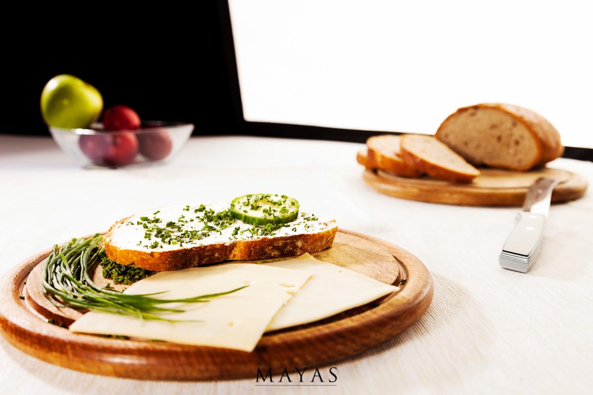 Foodfotografie Vesperbrett mit Käse und Schnittlauchbrot