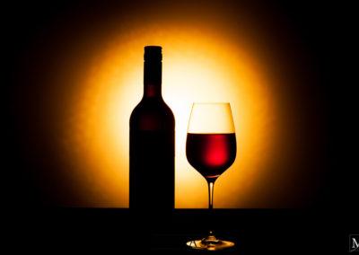 Rotwein in untergehender Sonne Produktfotografie