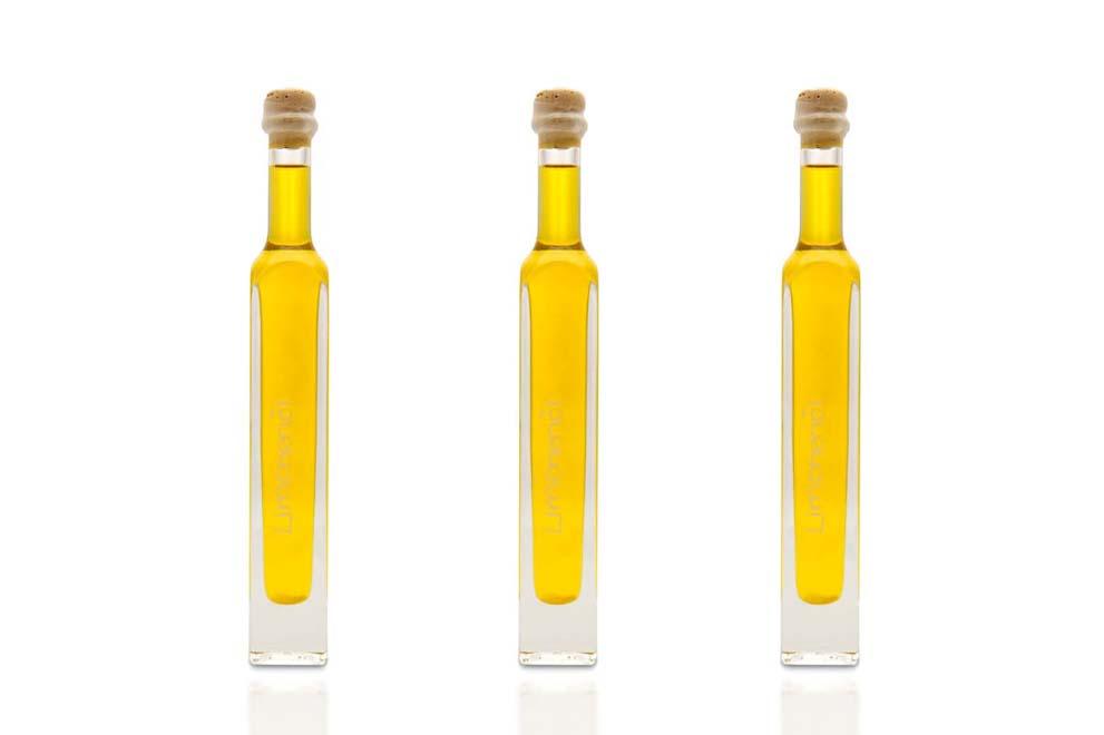 Limonenöl in drei Flaschen