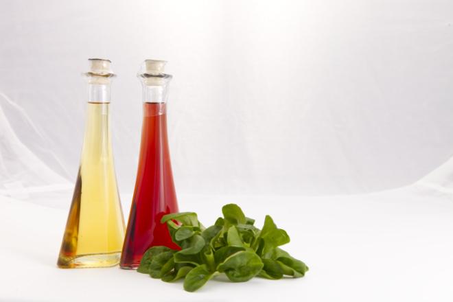 Produktfotografie Ölfläschchen mit Feldsalat